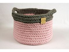 Vynikajúci bytový doplnok. Efektný a praktický. S rukoväťami Laundry Basket, Kos, Wicker, Home Decor, Decoration Home, Room Decor, Home Interior Design, Aries, Laundry Hamper