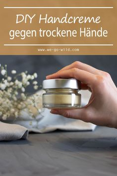 Make hand cream yourself against dry hands - WE GO Handcreme selber machen gegen trockene Hände – WE GO WILD Bye dry hands! It& so easy to make a hand cream yourself that will make your fingers super soft. Beauty Care, Diy Beauty, Diy Lush, Advantages Of Green Tea, Skin Structure, Hand Care, Dry Hands, Natural Make Up, Belleza Natural