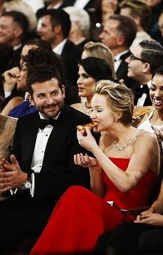 Jennifer Lawrence eating the pizza she was so happy to get at the Oscars I love her for being bold enough to eat in front of the cameras hehe