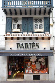 Yummy pastry shop Pariès at Saint-Jean-de-Luz South West of France, Atlantic coast. Read more on http://atasteofmylife.fr