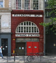 Aldwych aka Strand station, Temple  - empfohlen von First Class and More