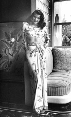 Rita Hayworth in evening gown by Hollywood designer Jean Louis - very strong oriental feel to the outfit, absolutely stunning Old Hollywood Glamour, Hollywood Actor, Golden Age Of Hollywood, Vintage Hollywood, Classic Hollywood, Hollywood Actresses, Classic Actresses, Hollywood Icons, Classic Movies