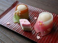 画像に含まれている可能性があるもの:コーヒーカップ、キャンドル Japanese Wagashi, Japanese Sweets, Unicorn Foods, Rainbow Food, Cute Food, Confectionery, Food Design, Afternoon Tea, Matcha