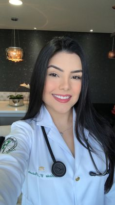 Medical Students, Medical School, Imagen Natural, Nurse Photos, Medical Photography, Beautiful Nurse, Surgeon Doctor, Graduation Picture Poses, Medicine Student