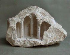 Conoce al artista que transforma simples piedras en refinados modelos arquitectonicos