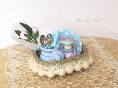 Miniature basket with pottery. Scale 1/12 by MinisbyAngie on Etsy, €23.70