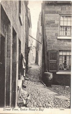 """Robin Hood's Bay (early 1900s) ... """"Aye, shu'nt be too bad, y'know ... makes a change fr'm Bill's mother's ..."""""""