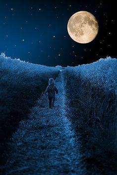 """yelenabworld: """" - Dove vai? - Là non vedi, sotto la luna c'è casa mia! Ci ho lasciato un piccolo scrigno e ci conservo i miei sogni. Quando sarò grande abbastanza lo aprirò. Voleranno altissimi… e..."""