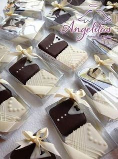 Cookies Wedding Favors Royal Icing 64 Ideas For 20 Wedding Cake Cookies, Cookie Wedding Favors, Chocolate Wedding Favors, Creative Wedding Favors, Wedding Favors Cheap, Mini Wedding Cakes, Wedding Chocolates, Edible Wedding Favors, Wedding Ideas