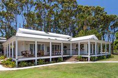 The Grove - hinterland - Byron Bay Holiday Accommodation Modern Farmhouse Exterior, Farmhouse Style, Farmhouse Ideas, Style At Home, Future House, My House, Farm House, Mountain House Decor, Weatherboard House