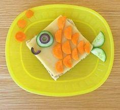 fun food Kids Toast fisch fish cheese käse gouda möhren carrots karotten bread gurke salatgurke cucumber oliven olives Tiere animals meer s Cute Food, Good Food, Yummy Food, Toddler Meals, Kids Meals, Baby Food Recipes, Great Recipes, Kreative Snacks, Food Art For Kids