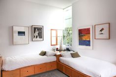 what a great piece. corner beds leave the room so open.