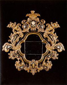 MIRROR AND PAIR OF APPLIQUES EN SUITE Venice. Circa 1720.