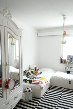 So Love this black and white kids room.