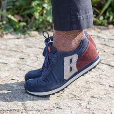 Après les tennis, place aux runnings ! La traditionnelle chaussure de course se détourne de sa fonction principale pour envahir les pieds des fashionistas #runnings #streetstyle #bluefever #style #fashionistas #bensimon