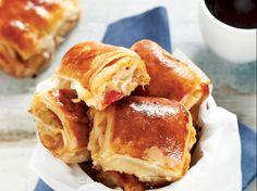 Patlıcanlı börek tarifi mi arıyorsunuz? En lezzetli Patlıcanlı börek tarifi be enfes resimli yemek tarifleri için hemen tıklayın!
