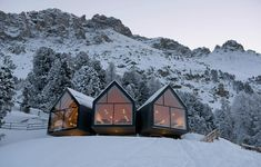 Architecture - A skiing hut in Obereggen Italy with magnificent views Contemporary Architecture, Architecture Design, Alpine Restaurant, Best Sparkling Wine, Apex Roof, Regions Of Italy, Luxury Real Estate, House Styles, Travel