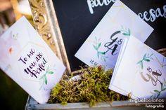 Los zapatos de Graciela, comprados en nuestra tienda online, doriani.com con vestido, diseñado y llevado a cabo por el modisto Rubén Hernández Costura. La boda se celebró en El Bancalito, lugar elegido por los novios para la ceremonia y posteriormente la cena donde una vez más supo sorprender Dalua Catering a todos los familiares y amigos. La decoración y la organización de la boda fue de la mano de Tul & chocolate. Fotografía: Miguel Bolaños
