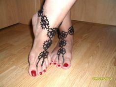 Bracelet de pied en dentelle de frivolité , Sandales bijou de pied au dentelle noire , bracelets de cheville : Bracelet par carmentatting