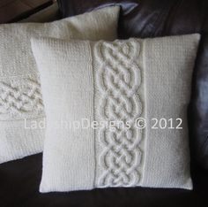 Cable knit pillow cover pattern, knit pattern pdf, Celtic knot cable and pillow cover - PDF KNITTING PATTERN Knitted Cushion Covers, Cushion Cover Pattern, Knitted Cushions, Knitted Throws, Cable Knitting, Hand Knitting, Cable Needle, Celtic Decor, Knot Pillow