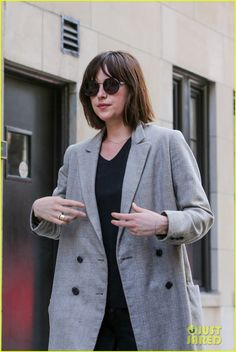 Dakota Johnson Chopped Off Her Hair - See the Pics!