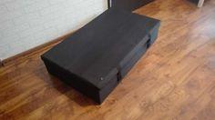 40 zł: Witam, Do sprzedaży posiadam pojemnik na pościel Ikea Lycksele do sofy 2-osobowej w stanie bardzo dobrym.Kolor czarny Wym. Szerokość: 92 cm Głębokość: 55 cm Wysokość: 21.0 cm  Polecam