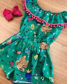 Vamos começar nossa semana com esse lindo macaquinho da mon sucré! 😍 💚Tamanho 2, 3, 4, 6, 10 e 12. 💚WhatsApp (62)98301-0104 . 💚WhatsApp… Kids Dress Wear, Kids Gown, Baby Dress, Frocks For Girls, Kids Frocks, Little Girl Dresses, Fashion Kids, Girl Fashion, Fashion Outfits