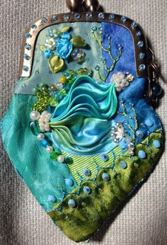 CQ Shibori coin purse. Pat Winter Vintage Purses, Vintage Bags, Beaded Purses, Beaded Jewelry, Jewellery, Shibori, Crazy Patchwork, Crazy Quilting, Ribbon Art
