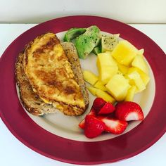 Brain Food! Simple omelette on seeded bread toast chopped avocado mango & strawberries!  #auntienatnat #mango #strawberries #omelette #breakfast #brekkie #healthymeal #cleaneating