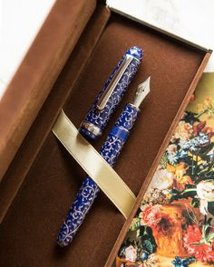 The Platinum Karakusa Blue Celluloid fountain pen features a hand-engraved silver-filled pattern on a blue celluloid body with rhodium-plated trim. Throughout the predominantly blue celluloid is a varied blend of black and white marbling. Stylo Art, Modern Fountain, Dog Pen, Best Pencil, Pen Collection, Fountain Pen Ink, Writing Instruments, Hand Engraving, Penne