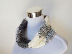 Col roulé léger, snood en fine laine chevrons à rayures, écru et gris : Echarpe, foulard, cravate par dyspo-laine