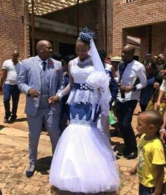 Like the top but love the skirt! African Wedding Attire, African Attire, African Wear, African Women, African Dress, African Traditional Wedding Dress, African Fashion Traditional, Traditional Outfits, African Print Fashion