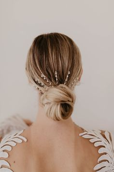 Bows Barrettes Bars Oh My! All the Popular Hair Trends for Fall Bridal Hairstyles Bows Barrettes Bars Oh My! All the Popular Hair Trends for Fall Bridal Hairstyles Bridal Braids, Bridal Hair Pins, Bridal Bun, Creative Hairstyles, Popular Hairstyles, Loose Hairstyles, Bride Hairstyles, Simple Hairstyles, Homecoming Hairstyles