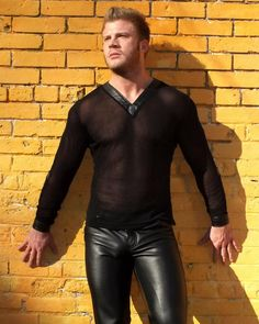 Men in leather pants Skinny Leather Pants, Mens Leather Pants, Jeans En Cuir, Motard Sexy, Leather Fashion, Mens Fashion, Leder Outfits, Beautiful Men Faces, Hommes Sexy