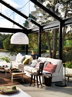 closed porch- move me and this to Tofino and I am set for life. Indoor Outdoor Carpet, Indoor Outdoor Living, Outdoor Decor, Outdoor Spaces, Ikea, Design Fields, My Ideal Home, Glass Roof, Field Notes