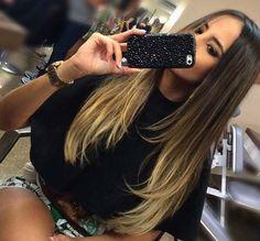 Uzun saç genelde tüm bayanlar tarafından sevilir.Ama uzun ve düz saçlar sıkıcı gelebilir .Uzun katlı saç kesimi saça hacmi getirmek için ve saçın tarzını değiştirmek için mükemmel