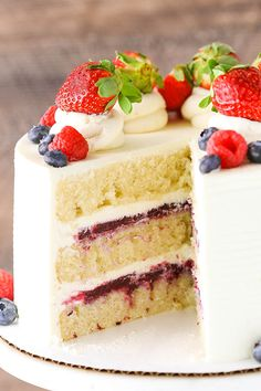 Berry Mascarpone Layer Cake - layers of perfect vanilla cake, fresh berry filling and whipped mascarpone frosting! Berry Mascarpone Layer Cake - layers of perfect vanilla cake, fresh berry filling and whipped mascarpone frosting! Just Desserts, Delicious Desserts, Dessert Recipes, Layer Cake Recipes, Cake Recipes With Fruit Filling, Frosting Recipes, Cake With Filling, Fruit Cake Recipes, Wedding Cake Recipes