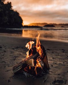 Friday life on the island #getoutdoors #upknorth Sunsets and open fires. @jordanriverbc Awesome shot by @tomparkr (at Vancouver Island)
