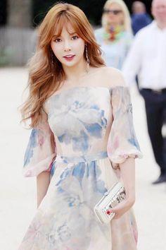 HyunA is effortlessly lovely at 'Paris Fashion Week' | allkpop.com