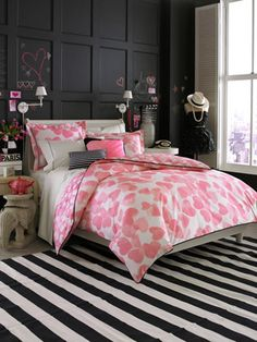 12 Cool Ideas For Black And Pink Teen Girl's Bedroom | Kidsomania- i love the chalk!!