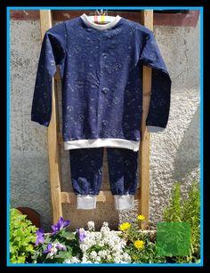 6869dab729 Night bright sleepsuit for boys dark blue with planets in Gr.128/134 glow  in the dark. Toller Schlaganzug für Jungs mit Astronaut ...