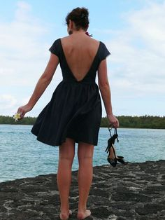Great La petite robe noire au dos nu… The little black dress with a nude back … Handmade Clothes, Diy Clothes, Anna Dress, Ankara Gown Styles, Couture Sewing, Chic Dress, Lovely Dresses, Mode Inspiration, Elegant Woman