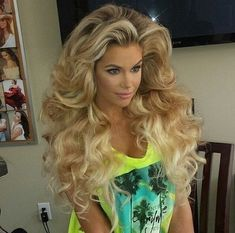 Bow down to this BIG hair!!