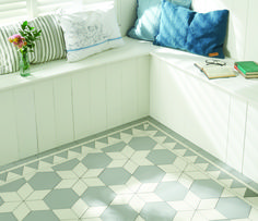"Floor tiles in hexagonal shape and the ""Tex"" design - Decoration Gram Hexagon Tile Bathroom, Hexagon Mosaic Tile, Hex Tile, Stone Mosaic, Floor Patterns, Tile Patterns, Geometric Patterns, Victorian Tiles, Modern Victorian"