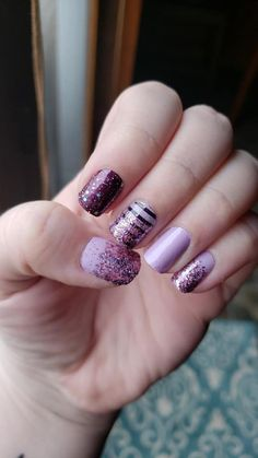 Easy DIY manicure using Color Street nail polish Strips. Color Street nail polish combo using Color Street Fashion-prauger, Color Street Bordeaux Glitz, Color Street Between the Lines, Color Street Mount Crushmore. Color Street nail polish strips are 100% real nail polish in dry strip form #colorstreet #nailpolish #diynailpolish #colorstreetnailcombo #howtoapplycolorstreet