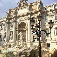 Roma caput mundi! ⛲  #italia #roma #rome #magica #spqr #lupa #fontanaditrevi #fountain #baroque #statue #column #architecture #arch #neptune #streetlamp #streetlight #ladolcevita #италия #рим #фонтантреви #архитектура #барельеф #рококо #барокко #статуя #нептун #колонна #лошадь #тритон #римскиеканикулы  Thanks to our negotiator @angelaped for this pic, lucky you to be in Rome today on a business (?) trip!