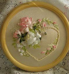 Coeur en perle et broderie de ruban