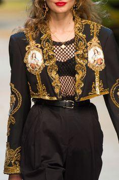 Womens Fashion - Dolce & Gabbana at Milan Fashion Week Spring 2017 - Details Runway Photos Haute Couture Style, Couture Mode, Couture Fashion, Runway Fashion, Fashion Outfits, Womens Fashion, Fashion 2018, Fashion Fashion, Fashion Week Paris
