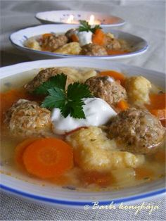 Csorbaleves húsgombóccal Soup Recipes, Cooking Recipes, Hungarian Recipes, Main Dishes, Food Porn, Food And Drink, Appetizers, Chicken, Baking