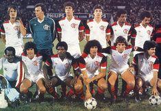Flamengo - Campeão Mundial em 1981. Na foto: Em pé (esq. p/ dir.): Leandro (lat. dir.), Raul (gol.), Mozer (zag.), Baroninho? (atac.), Andrade (vol.) e Júnior (lat. esq.). Agachados (esq. p/ dir.): massagista, Lico (pta. lança), Adílio (vol.), Nunes (centr.av.), Zico (meia) e Tita (pta. lança).